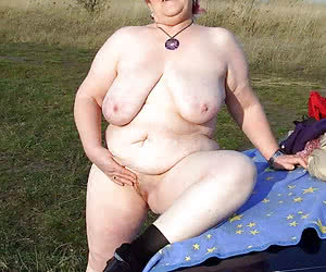 Older plumpers with visible tits and assholes