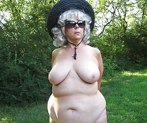 Sexy mature ladies in hats are completely naked