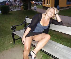 Amateurs sitting with no panties outdoors can be fucked