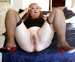 Fat mature housewife with big vaginal hole