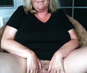 Hot Mothers Spreading
