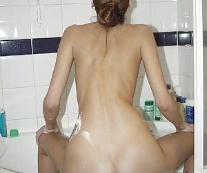 Hot Bathroom Girls