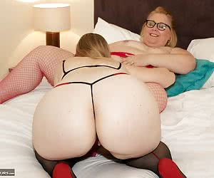 Hi Guys, I was attending a group shoot at a Reading Apartment and I just had to get to grips with that Hot BBW Lexie Cum