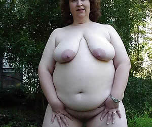 Young chubby naturist ladies posing nude in woods