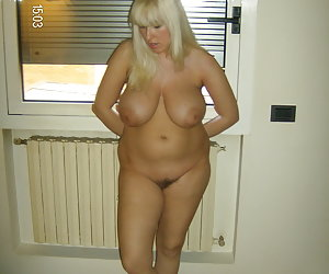 Sexy chubby blonde lady ahare her private photos gellery