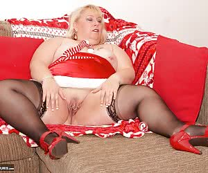 Heres a Red Hot photo set I shot a few years ago of Your Favorite BBW Lexie Cummings, Christmas is nearly here and its P