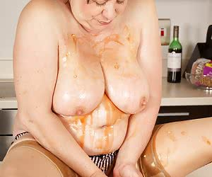Hi Guys Auntie Trisha just Loves Cold Baked Beanz straight from the Tin and she also love sploshing so it wasnt long bef