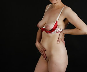 Chic lingerie with a wonderful breast lift.So my breasts are nice to the validity.And how do you like the lingerie set