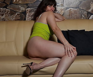 Posing in green underwear.Once again a desire love set from a friend requested.And I show also my ass and naked rosette