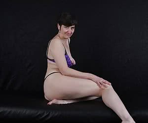 Purple Lift And a chic string.Lying down a strip.I haven't done that yet.But I like to fulfil your wishes.