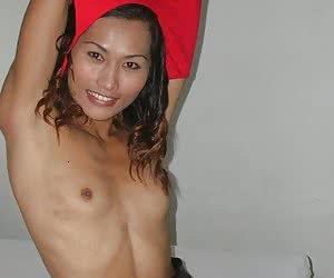 Thai shemale hottie stripping and doing nice blowjob