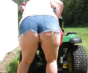 Mature Booty - Huge collection of moms butts photos!