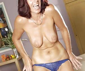 Mature mom has a really nice shaved pussy