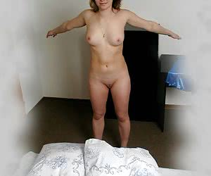 Private voyeur shots of girl who took her night-gown off and does the morning workout in the buff